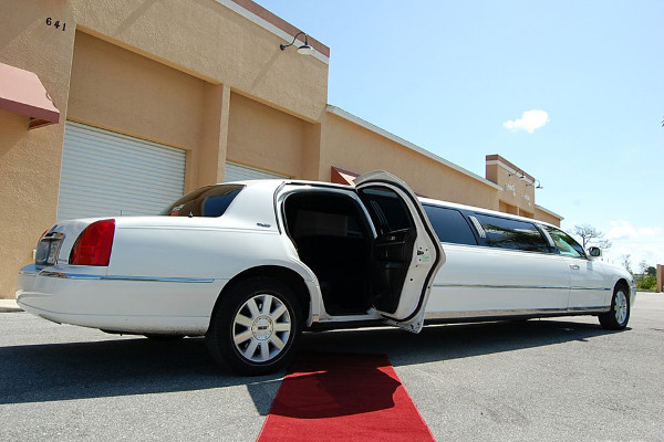 8 Person Lincoln Stretch Limo Springdale